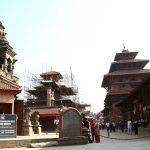 ネパールは極貧なので、不平等だろうが外国人からお金を取る